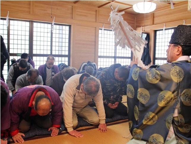 【カルト国家】日本人さん、こんな時にコロナウイルス撃退を祈願して神社に大集結してしまうwww