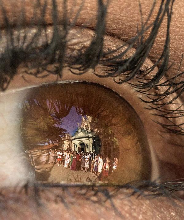 【瞳に映った景色】マンションに帰宅したアイドルを襲って逮捕された男、SNS写真の瞳に映った景色を手がかりに住所を特定