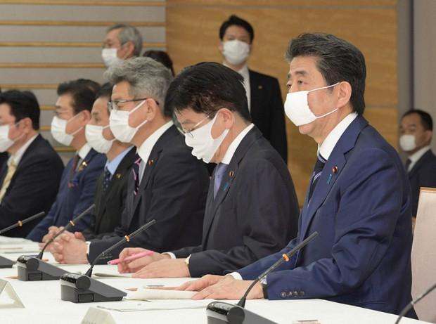 【アベノマスク】政府配布の布マスクに「汚れ付着」「虫が混入」…不良品の報告相次ぐ