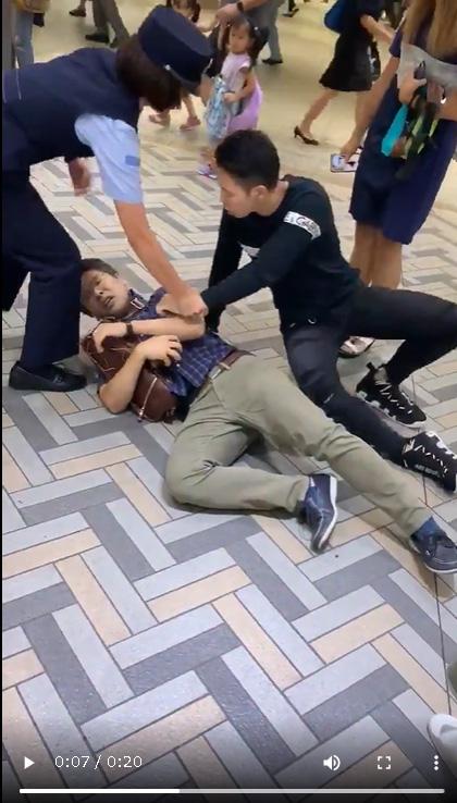 【動画】陽キャの彼女を盗撮した陰キャさん逃走の果てにヘッドロックされ無事捕まる