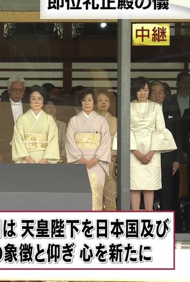 [超画像]安部首相の妻、昭恵さん レディーガガばりの奇抜ファッションで国民の度肝を抜く