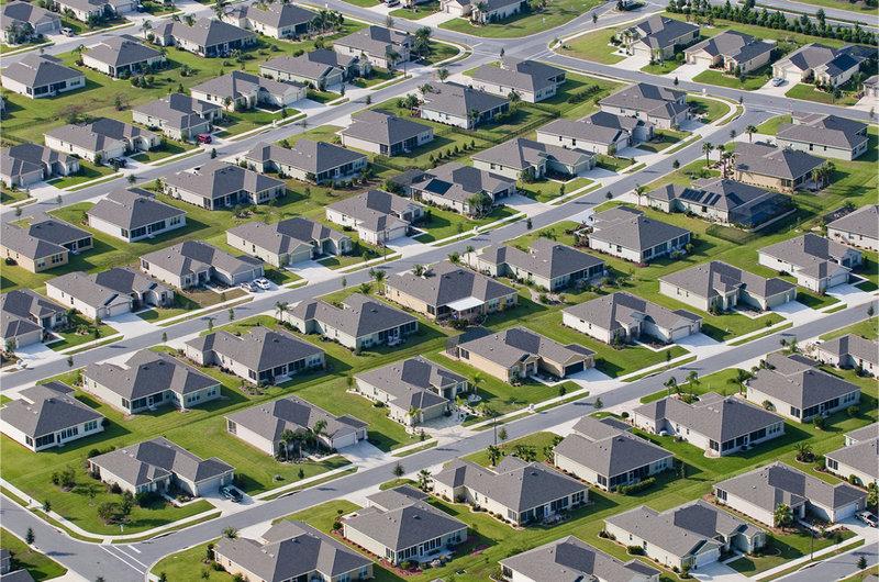 【広い庭付きの一戸建て】「この住宅地は地獄に見える?それとも天国に見える?」 意見が割れていたアメリカの街並み