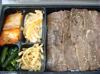 東京ドーム叙々苑弁当(2500円)と甲子園金本兄貴のハラミ丼(850円)の比較画像がこちら