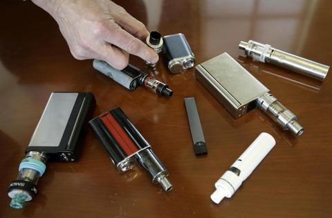 【悲報】電子たばこで初の死者か…深刻な肺の病気 日本と違いニコチン含む