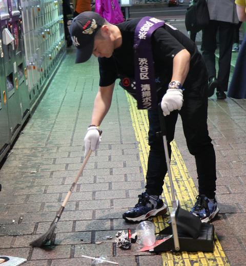全身ブランドで固めたカラテカ入江さん、マスコミを引き連れ清掃ボランティアに参加 【反省の色なし】