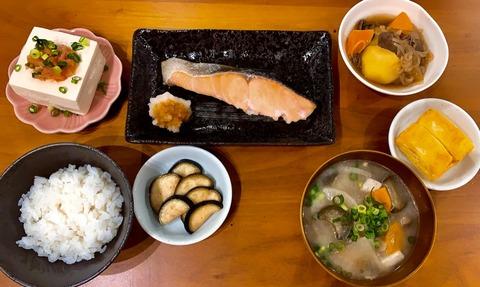 段原瑠々ちゃんとうとう焼き鮭定食まで作ってしまう