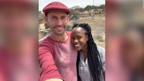 水中で「結婚してください」 水中プロポーズに成功した米国人男性、溺れて死亡 …タンザニア