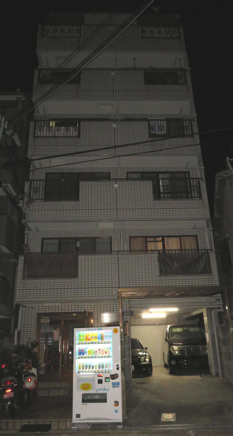 指名手配の宮崎文夫容疑者(43) SNSでポルシェの写真、壊れた分を養生テープで応急処置