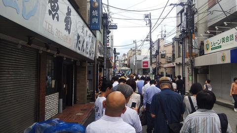 【大行列】台風15号の影響で改札外で各地で物凄い行列を作ってしまう