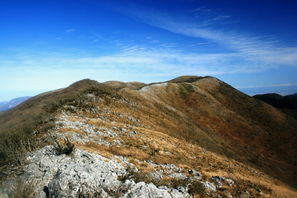 【相次ぐ登山での遭難事故】霊仙山で友人と2人で登山の高校生行方不明 おにぎり1コとペットボトル1コ所持 遭難者のスマホは下山した友人が持つ