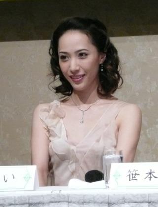 【文春】鈴木杏樹(50) 宝塚トップスターから元歌舞伎俳優の夫を奪った「禁断愛」